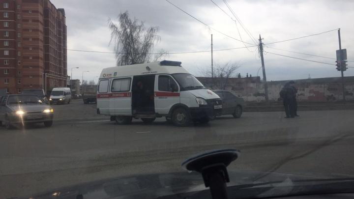 В Верхней Пышме водитель Peugeot протаранил машину скорой помощи, в которой везли беременную женщину