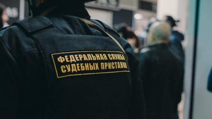 Алиментщик из Тюмени ради новой работы выплатил своему ребёнку 284 тысячи рублей