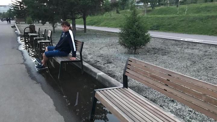 Красноярец в одном фото показал дефекты набережной, отремонтированной за десятки миллионов