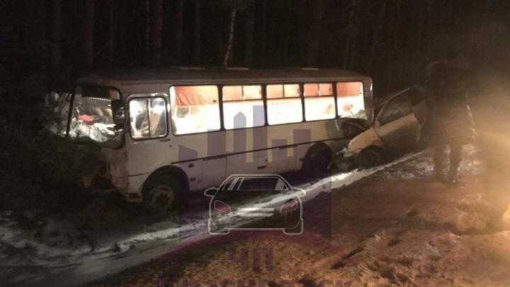 ГИБДД: аварию автобуса и «Тойоты» с двумя погибшими мог спровоцировать другой водитель