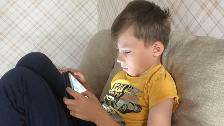 «Не пускайте детей на помойку»: эксперт по безопасности — о том, что блокировать в детском смартфоне