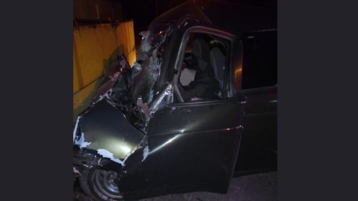 «Влетел в спецвагон трамвая»: в Волгограде в аварии погибли двое мужчин