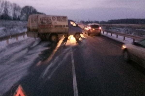 После ДТП в больницу попали три человека: водитель «Газели» и пассажиры обеих машин