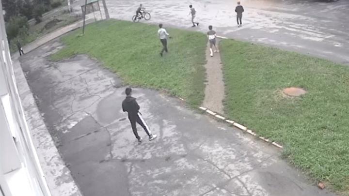Запись с камер обернулась иском к челябинцам, чьи дети сожгли мусорные контейнеры