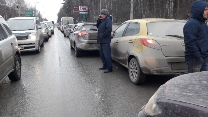Водитель «Мазды» отвлекся и попал в аварию в Советском районе