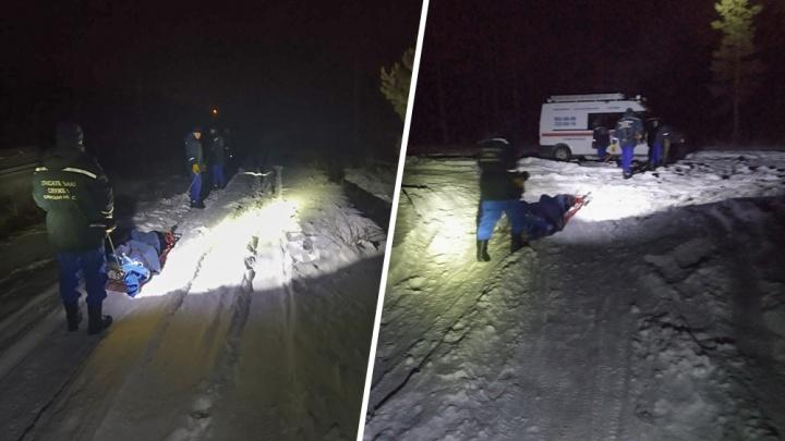 В Самарской области спасатели эвакуировали из леса застрявшего в снегу автомобилиста
