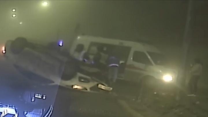 Подруга захотела покататься: в Волгограде опрокинулась иномарка с пьяным водителем за рулем