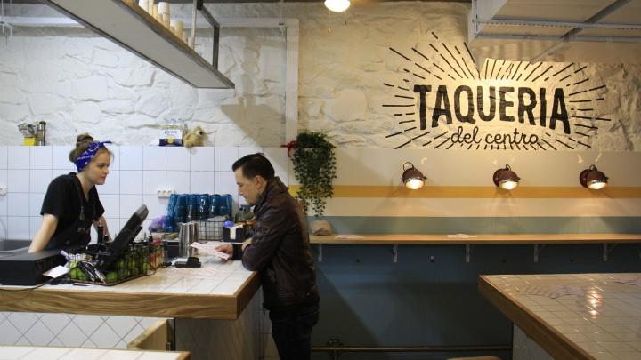 На месте винного бара Ruby открылась мексиканская закусочная с большим столом из кафеля