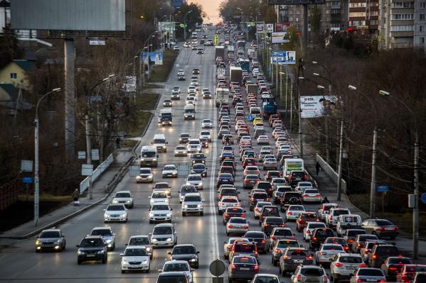 В Новосибирске насчитывается 445 тысяч автомобилей