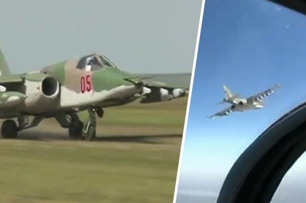 Военные летчики учились приземляться в поле