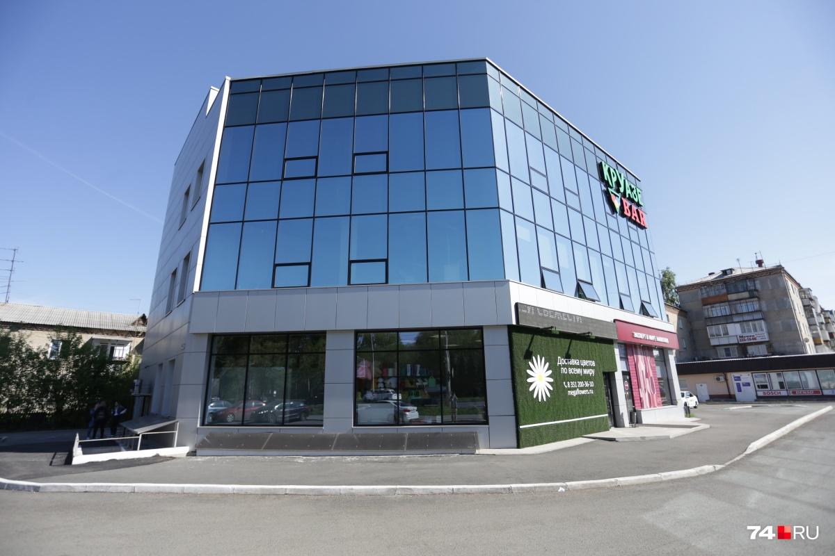 Здание строилось для отделения банка