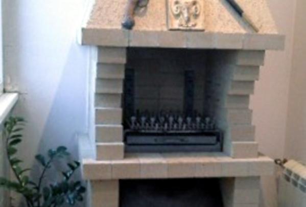 В Омске выставили на продажу квартиру с камином и печью на лоджии