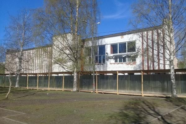 В начале 2007 года кинотеатр «Искра» был продан муниципалитетом с открытого аукциона за максимальную предложенную цену — 46,9 миллиона рублей