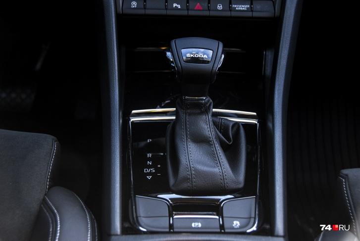 Коробка передач — восьмиступенчатый «автомат». Версии с «механикой» появятся позже вместе с мотором 1,6