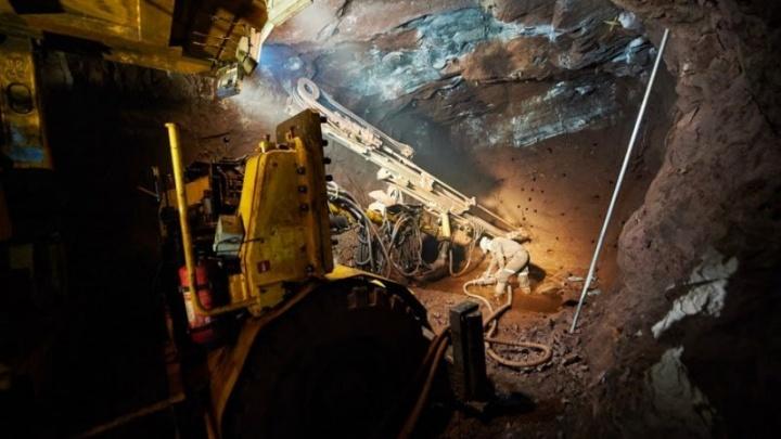 В Свердловской области во время обрушения шахты пострадал рабочий