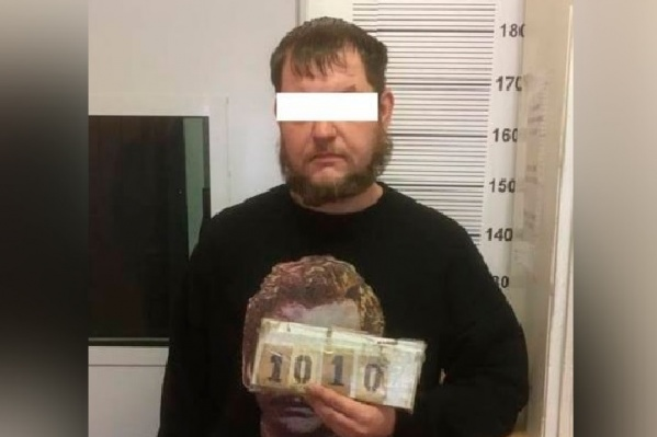 Задержанный оказался жителем Челябинской области и выращивал коноплю на съемной квартире