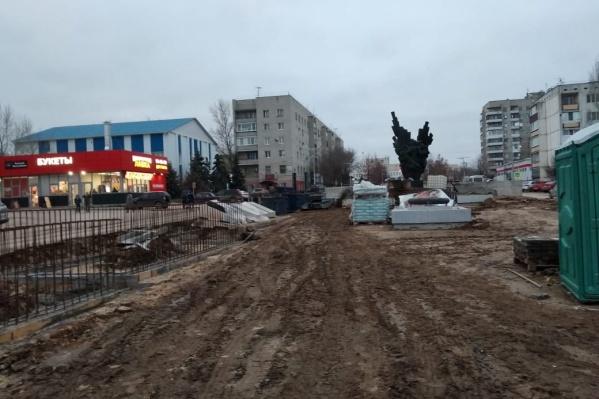 Центральная аллея в Городище сейчас больше похожа на стройплощадку