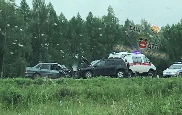 В Башкирии лоб в лоб столкнулись Renault Duster и ВАЗ-2115, три человека в больнице