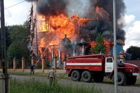 Пожар случился днем