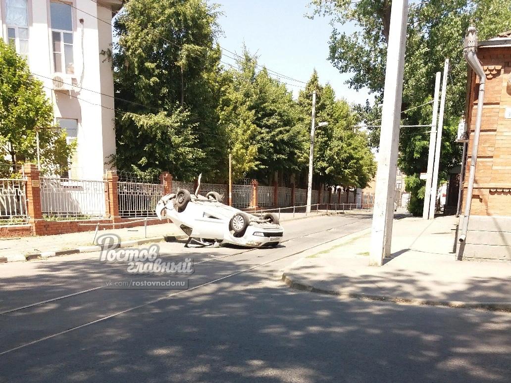 Авто перевернулось от удара сLada Granta