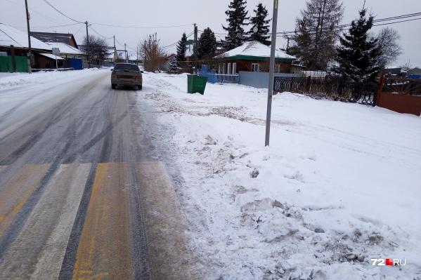 В администрации Чикчинского муниципального образования пояснили, что просто не успели почистить тротуар после ночного снегопада&nbsp;<br>