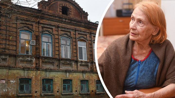 «Я живу в памятнике»: история пенсионерки, купившей квартиру в старинном особняке на Кирова