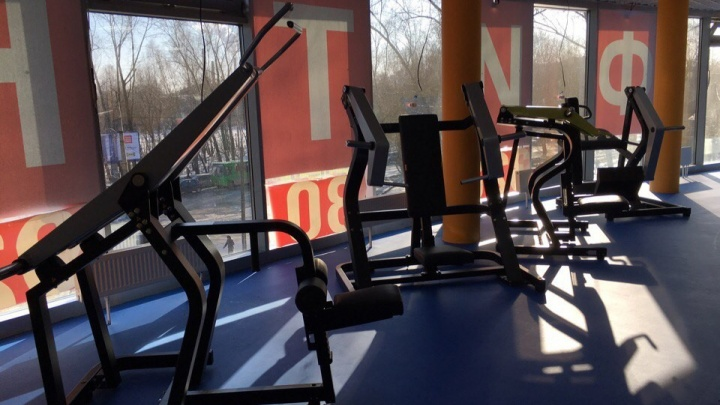 Ни тренировок, ни денег: на Уралмаше фитнес-клуб закрылся на реконструкцию и пропал