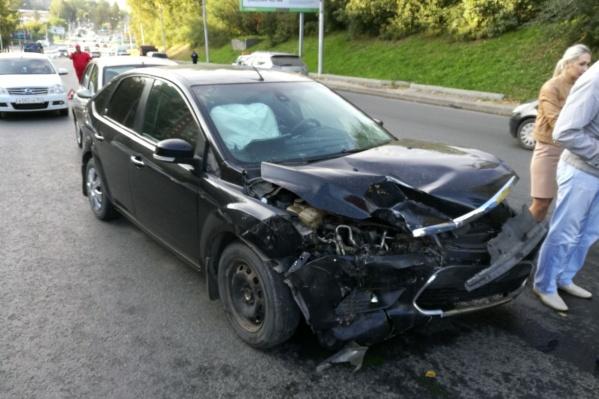 Поврежденный «Форд»