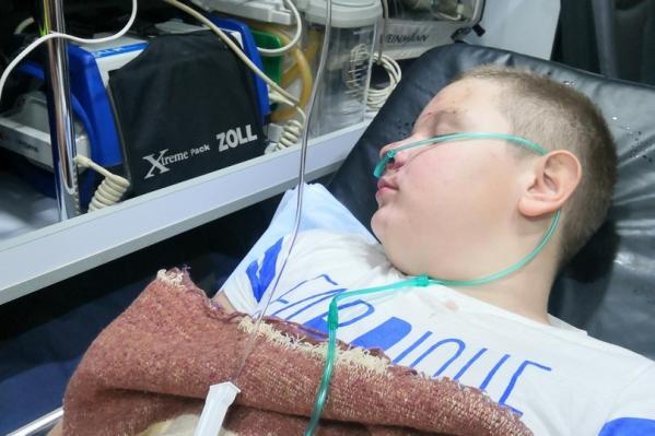 Мальчик находится в отделении экстренной помощи краевой больницы
