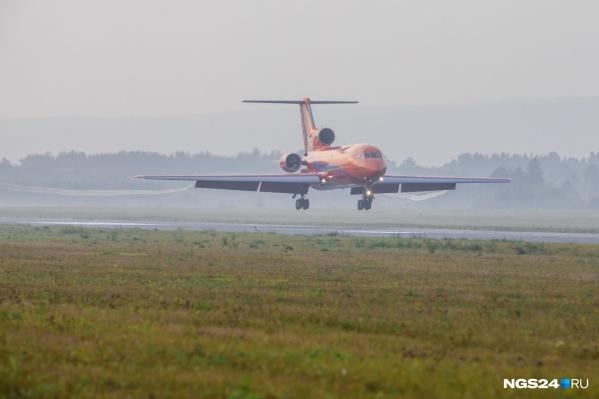 Самолет вырабатывает топливо и готовится к посадке из-за анонимного сообщения о бомбе