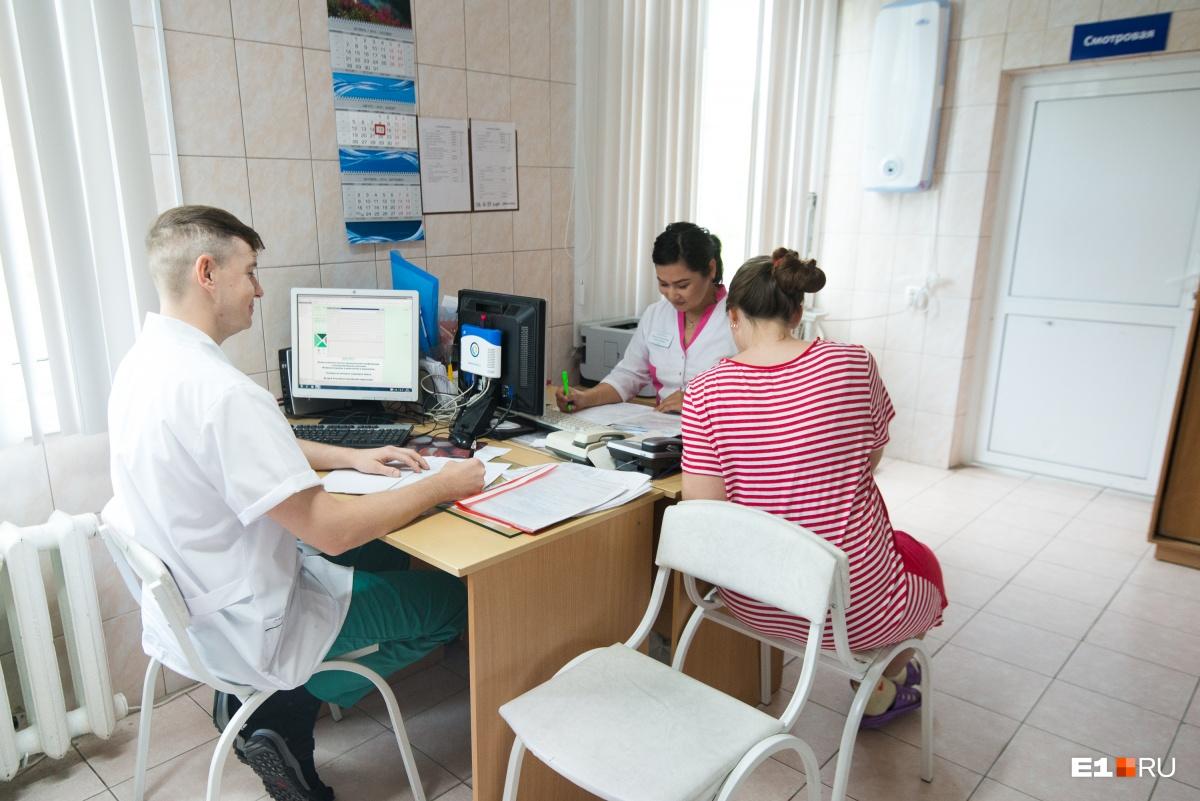 К амбулаторной службе больницы прикреплено более 81 тысячи женщин из нескольких районов Екатеринбурга
