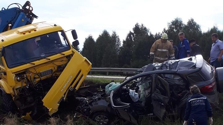 Момент смертельной аварии в Башкирии, где столкнулись иномарка и КАМАЗ, заснял один из водителей