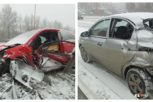 Эти машины попали в аварию в нескольких метрах друг от друга
