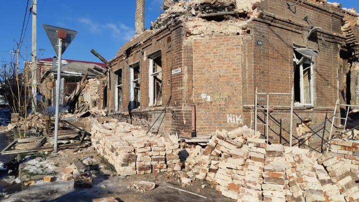 «Предложили поселиться в бытовке»: дом погорельцев с Театралки разобрали, не дав жилья взамен