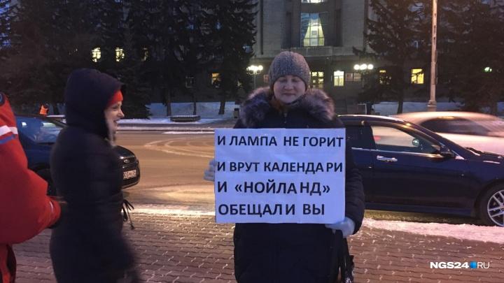 Пикетчики вышли с плакатами на улицы города и ищут Путина