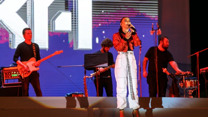 «Как же тут красиво!»: певицу Ёлку зацепила Центральная набережная Волгограда