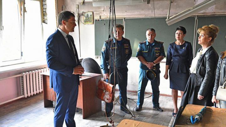 Мэр пообещал помочь ученикам ярославской школы, где случился пожар