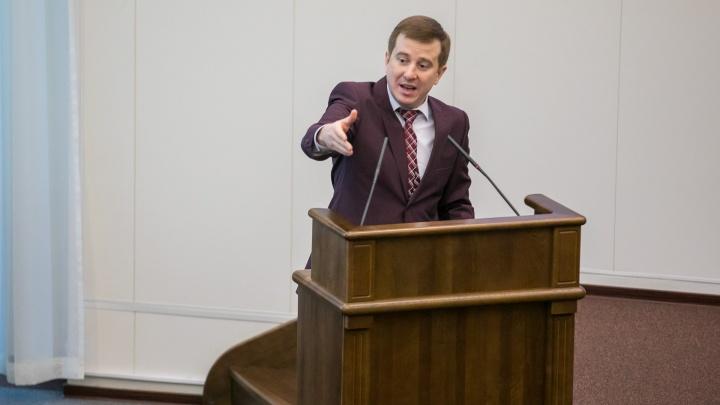 Похожий на Жириновского 36-летний депутат честно ответил на вопрос, забил ли он хоть один гвоздь