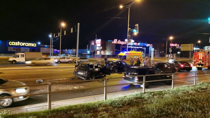 Ночью в Самаре напротив «Касторамы» водитель «одиннадцатой» снёс «Мазду»