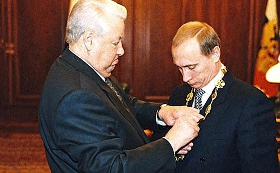 Передача власти состоялась в тот же день в присутствии всех членов Совета безопасности, премьера и силовиков