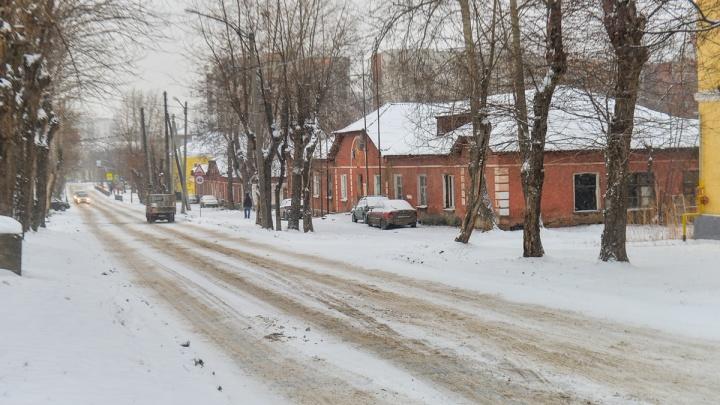 Одноэтажный дом на Эльмаше признали аварийным и решили снести