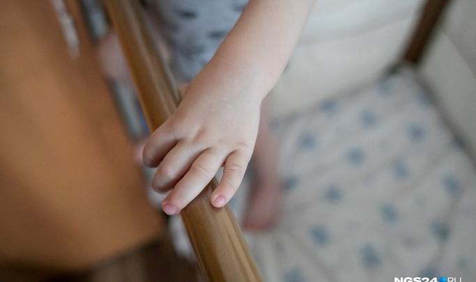 На младенца упал баллон с гелием. Девочка боролась за жизнь 5 лет, но умерла в больнице