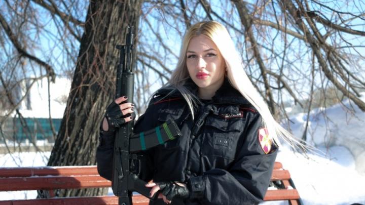 Екатеринбурженка стала главной красоткой Росгвардии: смотрим видео с ее службы