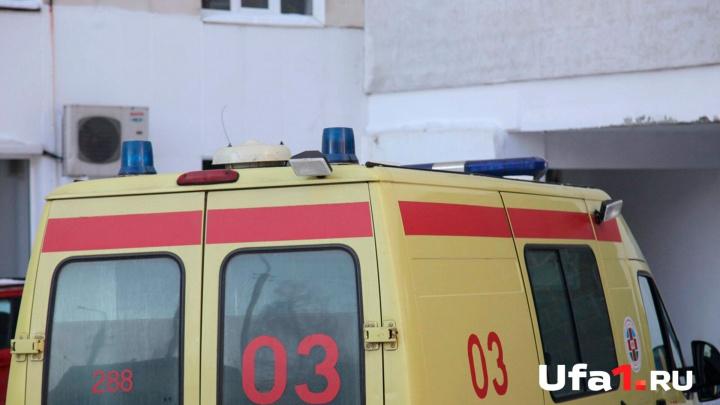 В Уфе под окнами многоэтажки нашли тело молодого мужчины