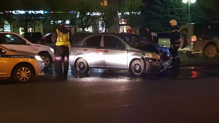 «Проехал на красный»: на Аллее Героев в Волгограде произошла тройная авария