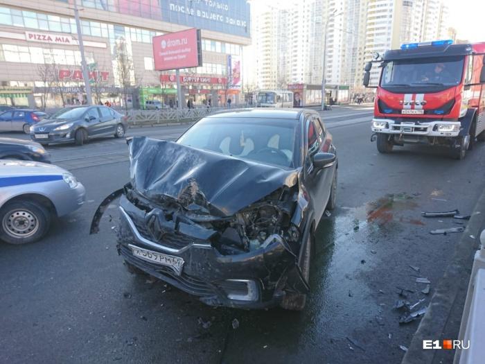 Судя по повреждениям, Renault ехал с большой скоростью