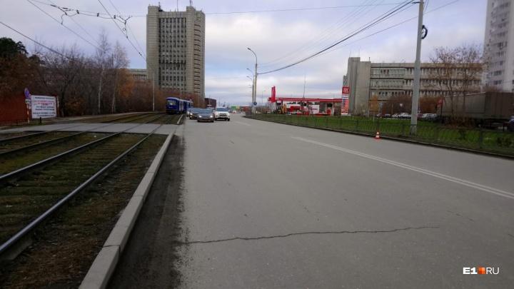 В Екатеринбурге ищут водителя, который сбил 51-летнюю женщину и скрылся