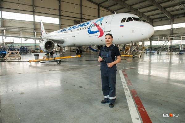 Елена уже 6 лет работает авиатехником в Екатеринбурге