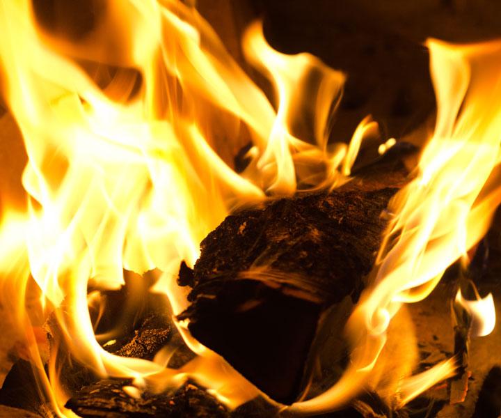 Под Красноярском пожар охватил целую деревню