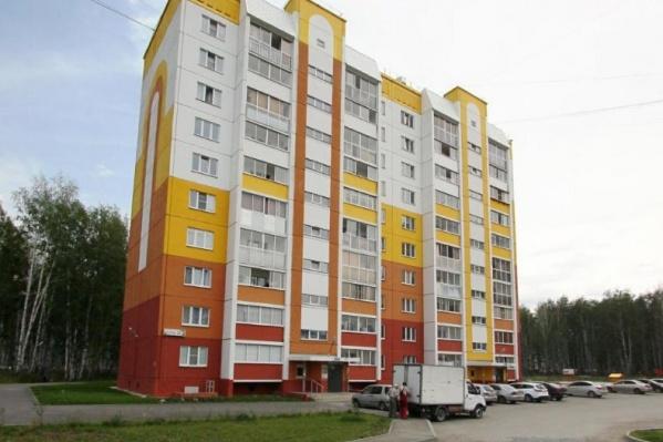 Пешком до своих квартир поднимаются жильцы 10- и 18-этажных домов